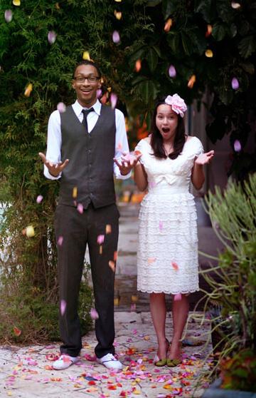 1125-wedding-photos-petals_sm1