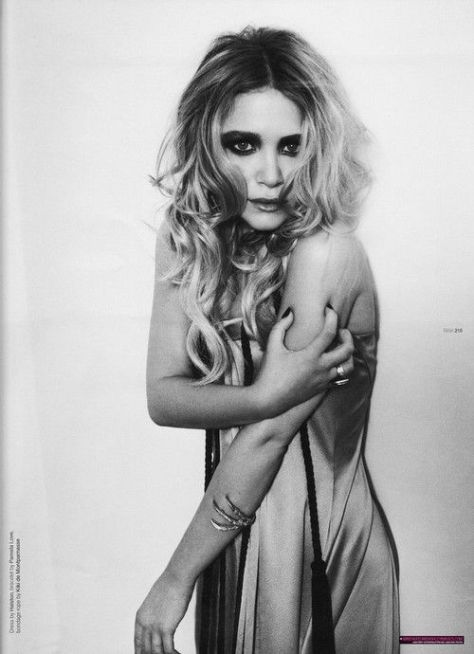 mary_kate_olsen_in_tank_magazine_november_20086_l