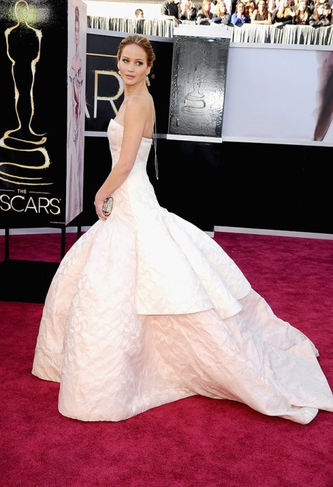 b94c5490-05bf-4188-ab41-05af0492e53a_oscars-2013-jennifer-lawrence-wedding-dress-red-carpet-dior[1]